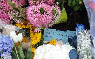 5月6日週六凌晨3時半後,加州聖地亞哥頂尖高中之一的托利松高中(Torrey Pines High School)一名15歲的少年因將一支BB槍指向警察被警察打死。圖為人們在停車場放置鮮花蠟燭並留言,表達悲哀。(董婉如/大紀元)