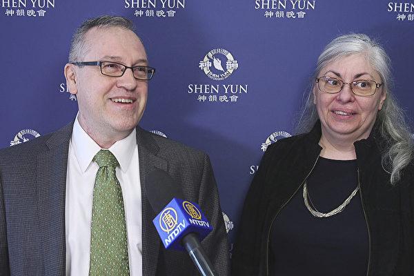 Newman夫妇说 神韵非常的优美,非常的动人。(新唐人电视)