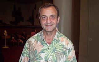 美國太平洋艦隊主管John Croce先生已是第五次觀看神韻了。(周容/大紀元)