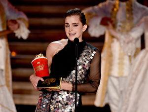 2017 MTV电影电视奖颁奖典礼上,英国女星艾玛‧沃森以《美女与野兽》获颁最佳演员奖。( Kevin Winter/Getty Images)