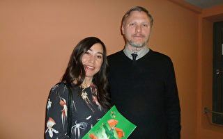 媒體編輯Patrick Wilke先生和太太Elena Wilke-Han一同觀看了神韻世界藝術團於5曰8日在柏林波茨坦廣場劇院 (Theater am Potsdamer Platz) 上演的第一場演出。(文婧/大紀元)