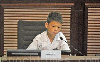 有小六学生指,自己小三的朋友五一假期要做5份TSA功课,没有时间玩,很不开心。希望新一届的特首和教育局局长,可以营造一个愉快学习的环境给香港的学生。(蔡雯文/大纪元)