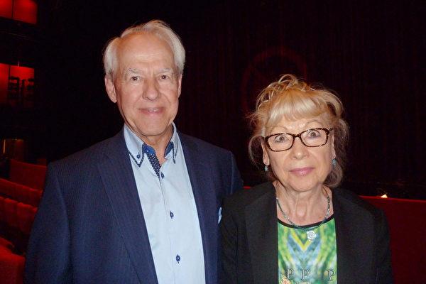 Ralf Wessel和太太Karin于5月9日观看了在柏林波茨坦广场剧院上演的神韵演出。(文婧/大纪元)