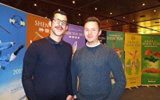 舞蹈演員Serkan Arpac和朋友Stephan Korbien一起觀看了美國神韻世界藝術團於2017年5月9日在德國首都柏林波茨坦廣場劇院的第二場演出。(黃芩/大紀元)