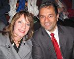 建筑师Rick Casper和他太太Karen Caspe5月9日晚在本尼德表演艺术中心观看了神韵北美艺术团的演出。(童云/大纪元)