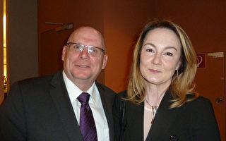 Frank Heckers攜太太Zhanna觀看了5月10日神韻世界藝術團在柏林波茨坦廣場劇院 (Theater am Potsdamer Platz) 的最後一場演出。(文婧/大紀元)