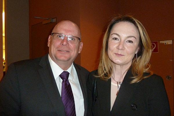 Frank Heckers携太太Zhanna观看了5月10日神韵世界艺术团在柏林波茨坦广场剧院 (Theater am Potsdamer Platz) 的最后一场演出。(文婧/大纪元)