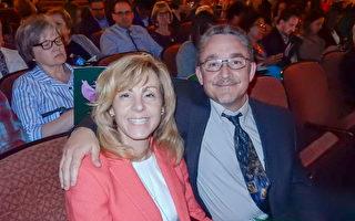Lanxess公司的IT專家Grady Ogburn先生與身為醫師的Janine Rihmland女士於5月10日晚在賓州匹茲堡一同觀看了神韻演出。(肖捷/大紀元)