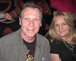 前芭蕾舞演员Debra Belluomini与她的先生Steve Eckert表示从来没有见过像神韵这样美好的演出(童云/大纪元)