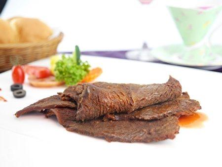 台塑牛排「初心亭」牛肉乾,私房多汁。(林京昀/大紀元)