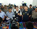 印尼警方和台湾警方联手,在北苏门答腊破获跨国网路诈骗集团,逮捕24名台湾籍嫌犯。(印尼警方提供/中央社)