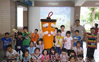 《悠游字在》半日学堂在新甲国小举行,50多名小朋友和家长踊跃参加。(方金媛/大纪元)