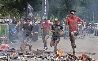 斯巴達障礙跑賽道總長6公里,選手必須通過20個軍事等級的障礙關卡,挑戰度極高。(高市經發局提供)