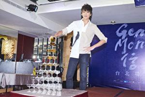 信(图)日前在台北小巨蛋开唱,当晚庆功时,信谦虚感谢歌迷给了他一个相当享受的夜晚,谈起杨谨华突然上台伴舞,令他相当惊喜。(相信音乐提供)