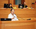 嘉义县长(前)在议会回答议员所提的县市合并问题。(嘉义县政府提供)