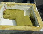 台灣高雄地檢署指揮海巡署26日在金門縣烏坵鄉查獲東港籍漁船,涉嫌走私海洛因達1800塊,總重約達693公斤,是近年查獲最大宗漁船走私海洛因案,檢方初估市值近新台幣100億元。(雄檢提供/中央社)