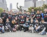 舊金山灣區民眾5月29日來到華埠花園角公園,清洗民主女神像,迎接六四系列紀念活動。(曹景哲/大紀元)