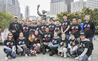 旧金山湾区民众5月29日来到华埠花园角公园,清洗民主女神像,迎接六四系列纪念活动。(曹景哲/大纪元)