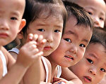 专家指出,中国人口可能比官方数据小得多,这意味着印度将很快或已经取代中国,成为世界人口最多的国家。(AFP)