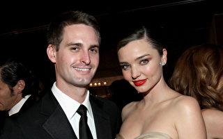 澳洲超级名模米兰达·可儿(右)与知名的Snapchat创始人、亿万富翁斯皮格尔(左)去年订婚后,在洛杉矶当地时间周六举行了私人婚礼。(Tommaso Boddi / Stringer / Getty Image)