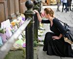 英国周一晚间曼彻斯特体育场(Manchester Arena)发生自杀炸弹恐怖袭击,导致至少22人死亡、59人受伤。(Jeff J Mitchell/Getty Images)