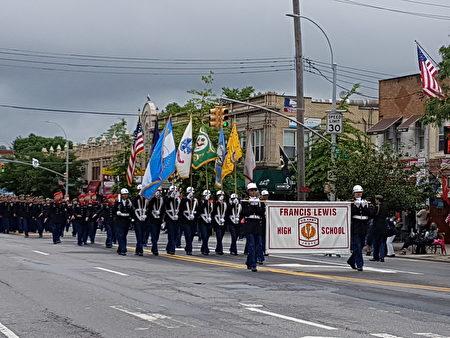 """5月29日,多个团体参加了第90届小颈-道格拉斯顿""""阵亡将士纪念日""""大游行。(作者提供)"""