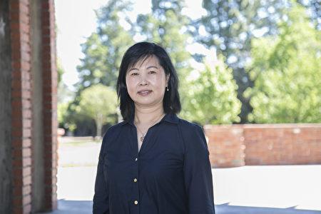 经营家居产品的吕中华女士回忆李洪志师父1996年首次来美西讲法的情形。(曹景哲/大纪元)