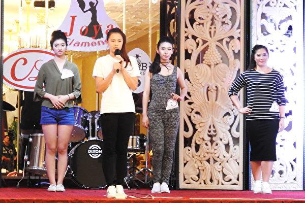 中華愛心小姐選拔賽佳麗組在選拔活動中,很多人都談到自己的母親就是個熱心公益的人,從小耳濡目染讓她們也一直跟著做公益。(賴瑞/大紀元)