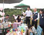苗栗桐乐会,与会嘉宾体验野餐赏桐趣。(苗县府/提供)