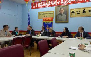 卢德泉(左二)说,华人外卖郎群体很多人都遭遇各种各样的困难。(右起)李振平、陈慧华、萧贵源、邓学源、同源会副会长李立民。 (蔡溶/大纪元)