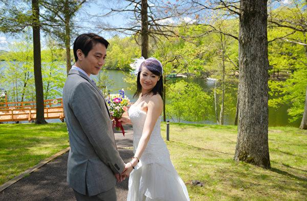 举行婚礼的夫妇。(大纪元)