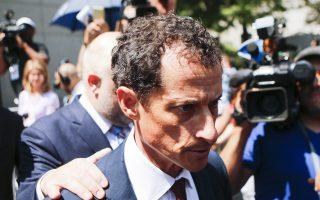 前國會議員韋納(Anthony Weiner)在認罪後,走出紐約南區聯邦法庭。 (Eduardo Munoz Alvarez/Getty Images)