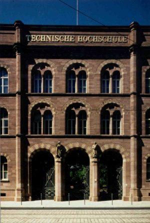 卡斯鲁尔工业大学的古老大门(卡斯鲁尔大学提供)