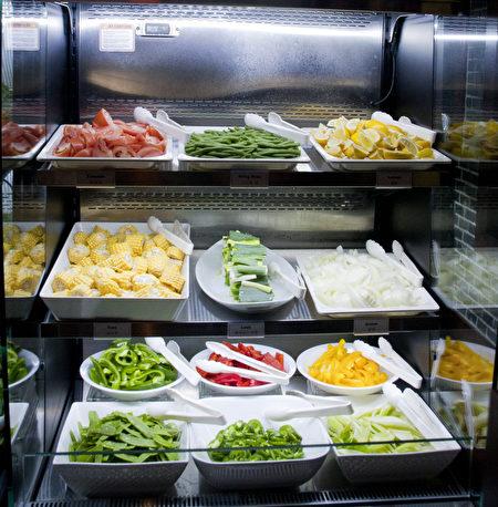 餐厅每天采买新鲜蔬菜,多达40多种。(餐厅提供)