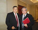 加拿大联邦参议员吴蓝海(Ngo Thanh Hai)(右)近日抵美,参加在美国参议院举行的一个人权活动。(李辰/大纪元)