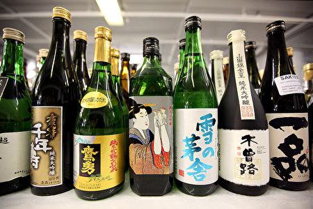 日本酒采用日本大米作原料,酿造方法独特,带有独特的稻米香甜、清醇,在国际社会上越来越受欢迎。 (Photo by Dan Kitwood/Getty Images)