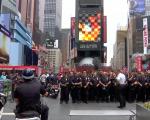时代广场上也动员了大量警力。 (张谦/大纪元)