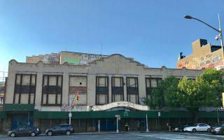 位於北方大道的法拉盛古蹟凱斯劇院外景,其大堂及售票大廳被列為內部地標。 (林丹/大紀元)
