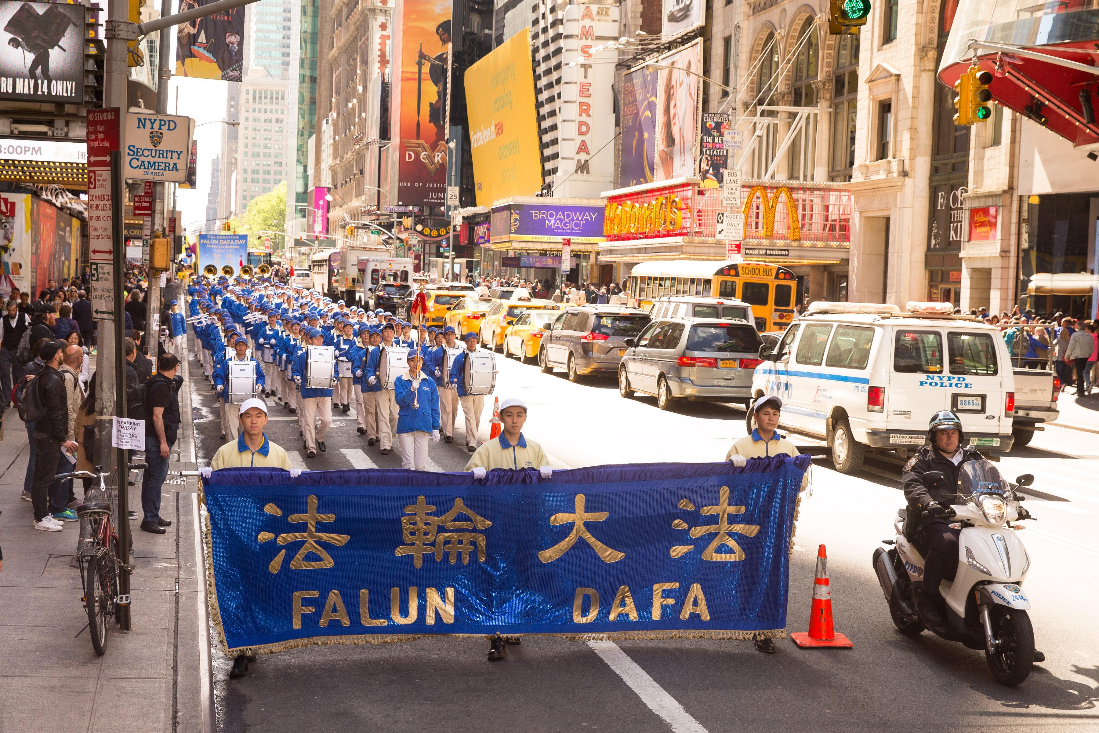 57國逾萬人聚紐約 同慶法輪功傳世25週年