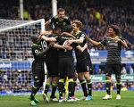 切尔西客场3:0完爆埃弗顿,取得了剩余赛事中最关键的一场胜利。 (Laurence Griffiths/Getty Images)