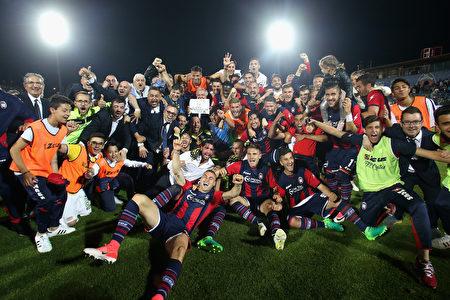 赛程过半仅积9分的克罗托内最终保级成功,创造了意甲历史。 (Maurizio Lagana/Getty Images)