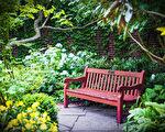 聖路加教堂六座花園之一的巴羅街花園(Barrow Street Garden)。(張靜怡/大紀元)