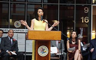 ABC第7台华裔主播徐平(Judy Hsu)在伊州财长主持的亚裔月庆祝活动上分享自己的成功历程。(温文清/大纪元)