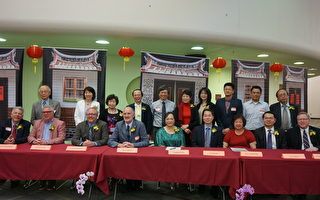Westmont市長RonGunter(前排左四)等政要歡迎「臺灣傳統周」活動。「傳統周」總幹事李香蘭(前排左五)、駐芝台北辦事處處長何震寰(前排左六)、僑教中心主任王偉讚(前排右二)等亦在座。(唐明鏡/大紀元)