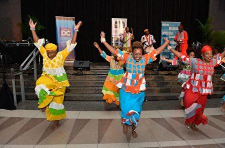 非洲风情的火热舞蹈引人神游万里。(里根大厦提供)