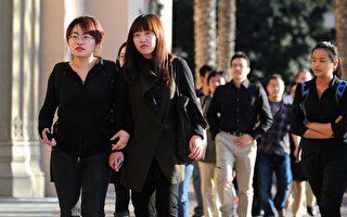 美國高校發現,中國學生雖然人在海外,卻受著中共的監視,對校園活動帶來不少困擾。(FREDERIC J. BROWN/AFP/Getty Images)