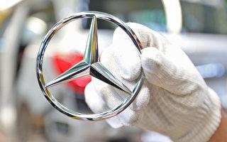 德国汽车制造商戴姆勒(奔驰)近日遭到了德国检察机构的搜查。(Thomas Niedermueller/Getty Images)
