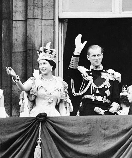 到目前为止,菲利普亲王已经代表王室出席了22,191次活动,并进行了637次国外单独访问。(Photo credit should read STF/AFP/Getty Images)