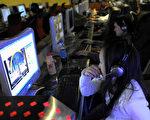 上周肆虐全球的勒索病毒,入侵150多个国家破坏20多万台计算机,中国大陆4万机构,包括多家大学、大型企业及地方政府的计算机都遭毒手。图为中国大陆网吧。(LIU JIN/AFP/Getty Images)