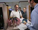 美國聯邦第四巡迴上訴法院週四(5月25日),就總統川普(特朗普)第二份旅行限制令的法律爭議,裁定維持下級法庭暫停實施的判決。(John Moore/Getty Images)